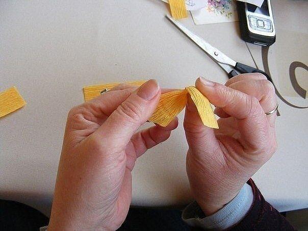 Крокусы из гофрированной бумаги