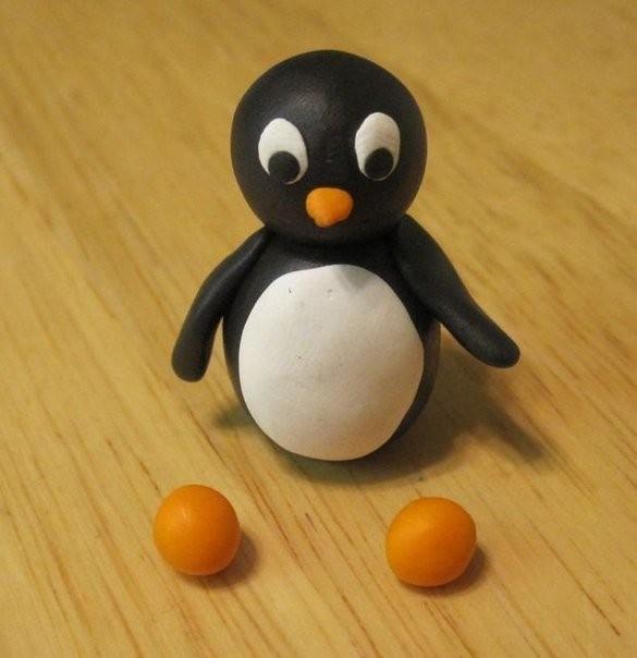 Семейство пингвинов из пластилина