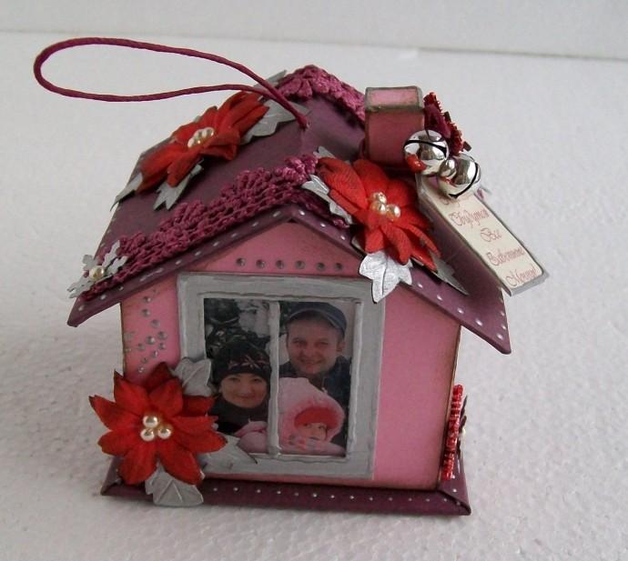 Фоторамка в виде семейного домика