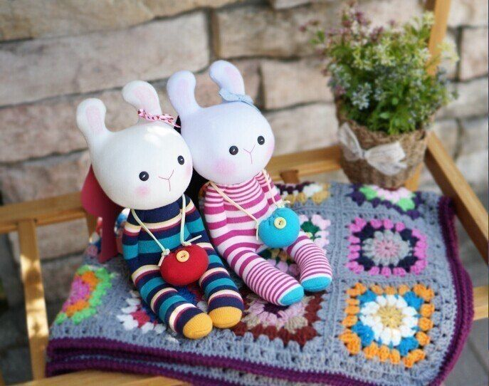 Игрушки из носков в виде кроликов 9
