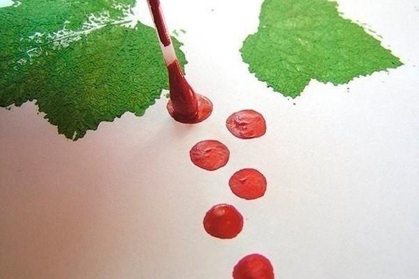 Рисуем ветку смородины с ягодками