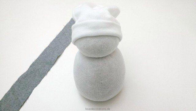 Снеговик из носков 8