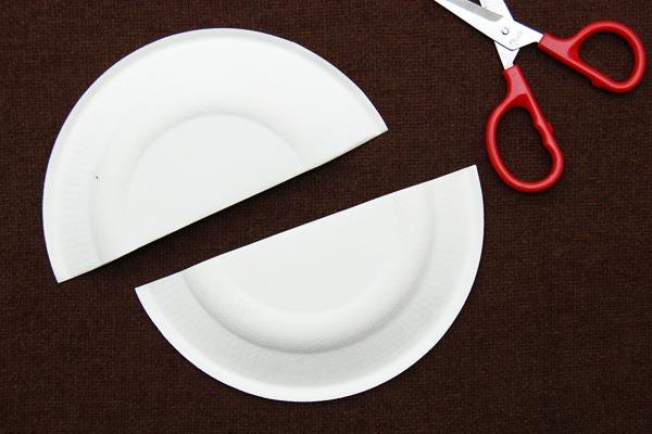 Веселый кораблик из одноразовых тарелок