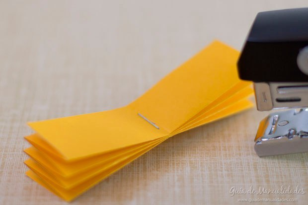 Цветная гирлянда из бумажных звезд