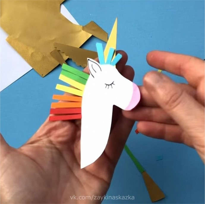 Единороги из цветной бумаги