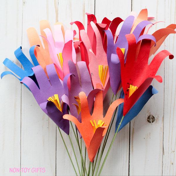 Яркие букетики из цветов-ладошек 7