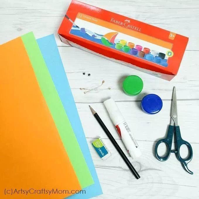 Павлин из цветной бумаги с отпечатками пальцев