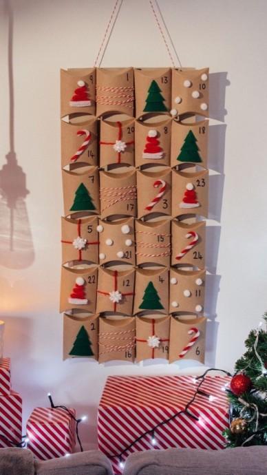 Календарь с подарками из картонных втулок
