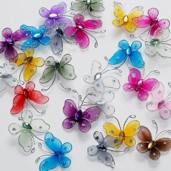 Полупрозрачная бабочка из проволоки и капрона