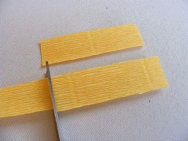 Крокусы из гофрированной бумаги 1