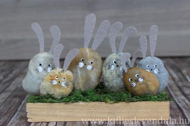 Зайцы из камней и фетра
