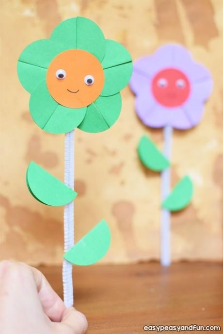 Цветочки из синельной проволоки и цветной бумаги