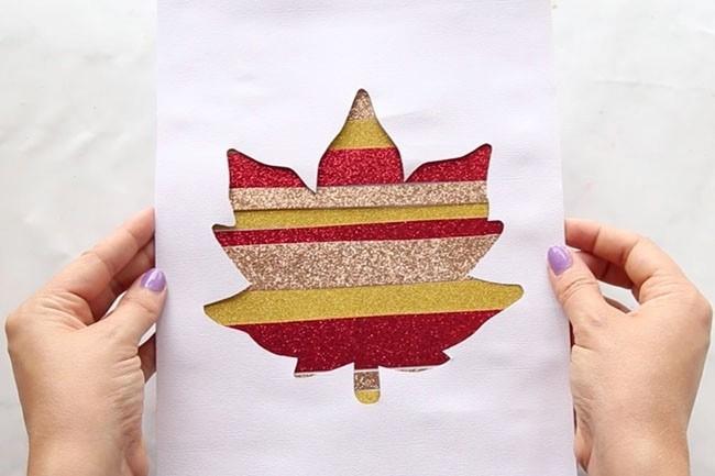 Прорезная открытка с листиком