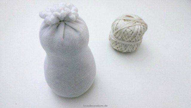 Снеговик из носков 5