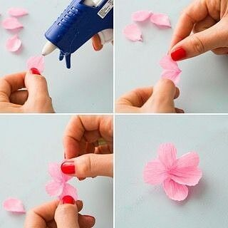 Цветущие веточки с бумажными цветочками