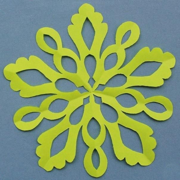 Вырезание снежинок сложных форм