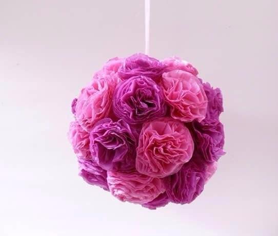 Интерьерный цветочный шар из гофрированной бумаги детскими руками