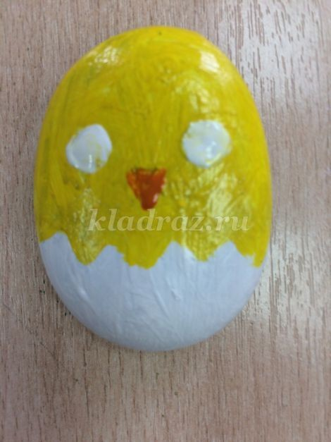 Рисование с детьми на камнях: цыплёнок