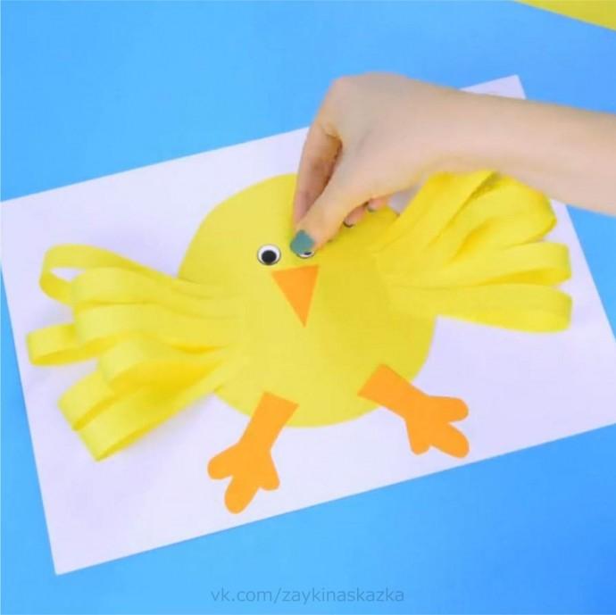 Цыпленок с объемными крыльями