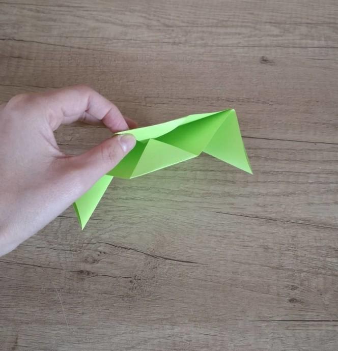 Объемная лягушка из цветной бумаги