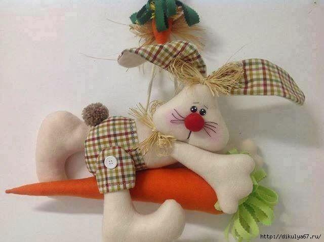 Мягкие игрушки в виде зайчиков