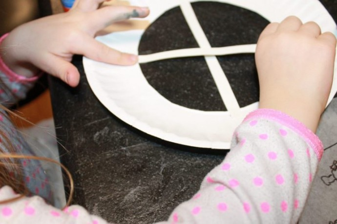 Милая идея для детского творчества в виде окошка