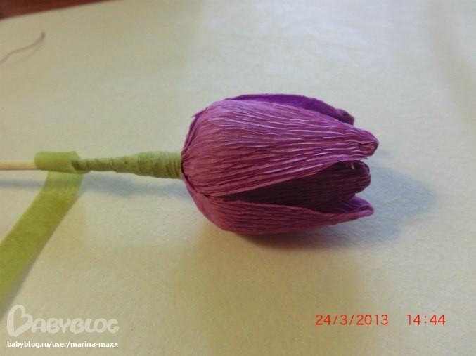 Тюльпан с конфеткой внутри из гофрированной бумаги
