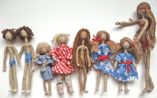 Гибкая куколка из проволоки, обмотанной пряжей