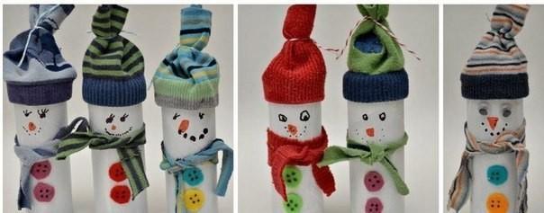 Снеговики из втулок от туалетной бумаги и носков