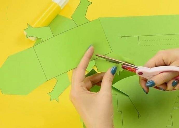 Делаем с детьми объёмного крокодила из бумаги