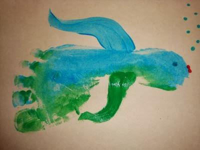 Идеи рисунков с отпечатками стоп для детского творчества самых маленьких