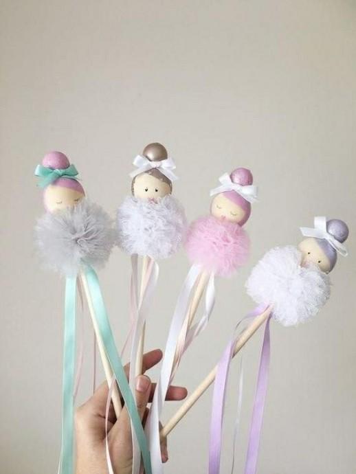 Куколки из фатиновых помпончиков