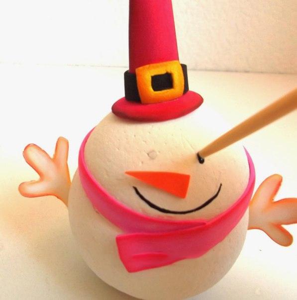 Снеговик из пенополистироловых шариков и фоамирана 7