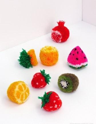 Идеи из помпонов: ягоды и фрукты