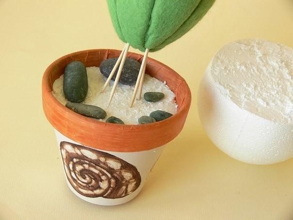 Игольник в виде кактуса