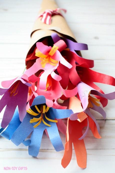 Яркие букетики из цветов-ладошек 8