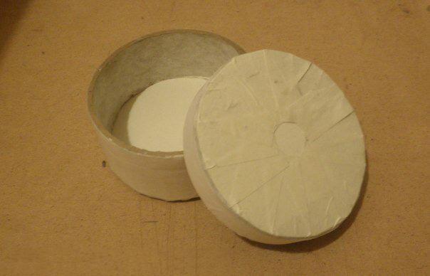 Круглая шкатулка из бобинок от скотча 5