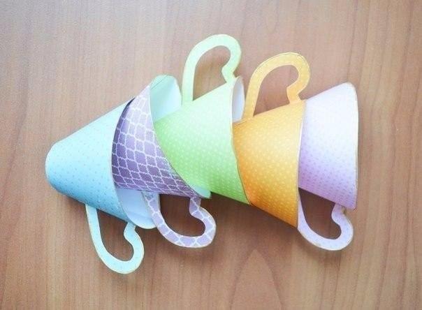 Украшение из очаровательных бумажных чашечек