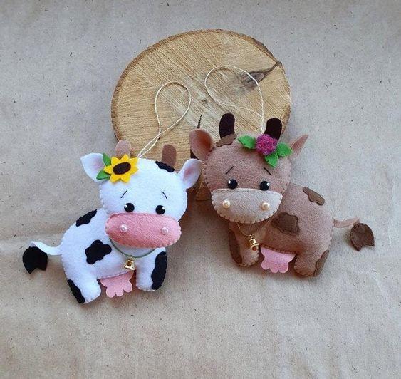 Праздничные коровы из фетра