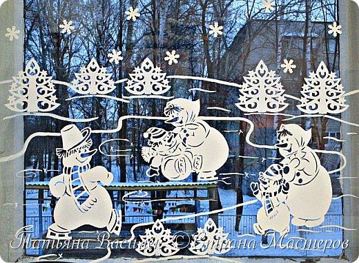 Весёлые снеговички: оформление окон вытынанками 1