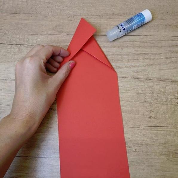 Веселый Дед Мороз из цветной бумаги 4