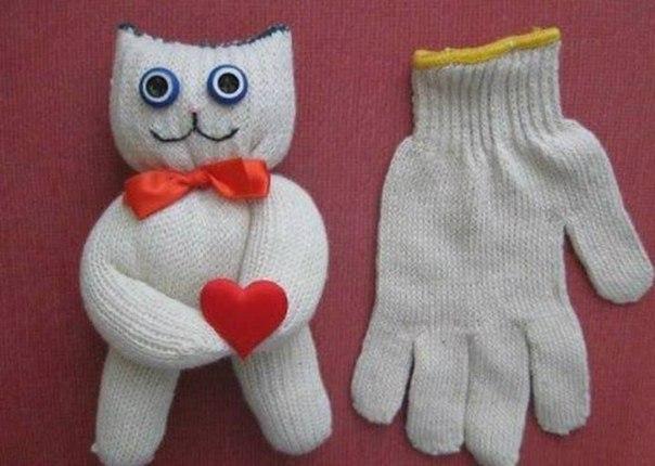Как из строительной перчатки сделать котенка 0