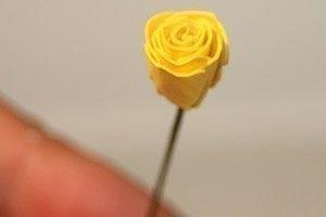 Как сделать розы из бумаги 6