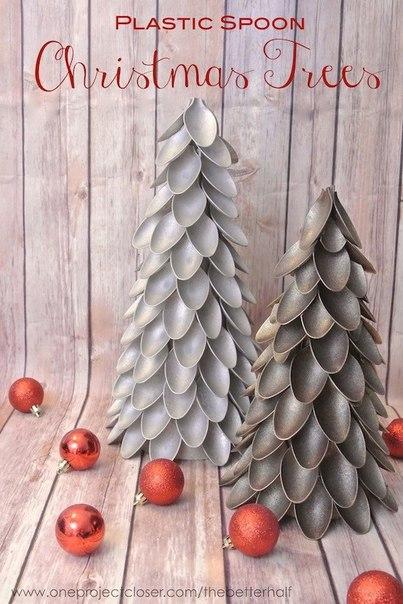 Новогодняя елка из пластиковых ложек 5