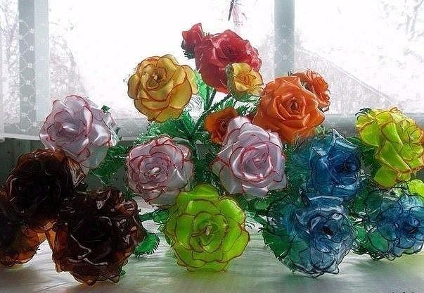 Розы из пластиковых бутылок 1