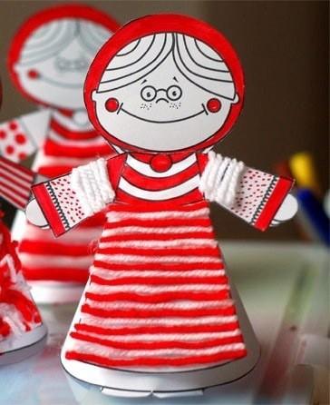 Кукла из бумаги с элементами из пряжи