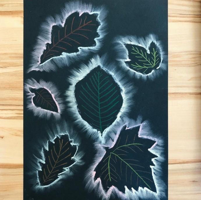 Осеннее креативное творчество с детьми с использованием листьев и мела