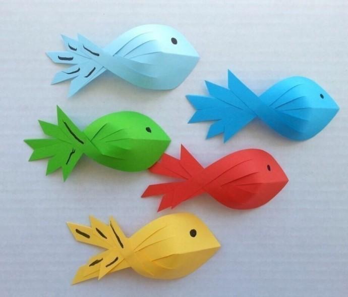 Объемные рыбки из цветной бумаги