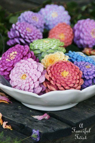 Разноцветные цветы из шишек