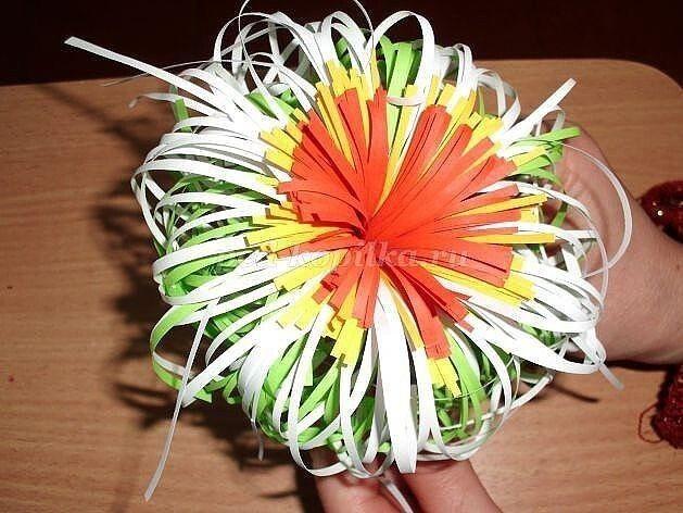 Бумагопластика: хризантема детскими руками